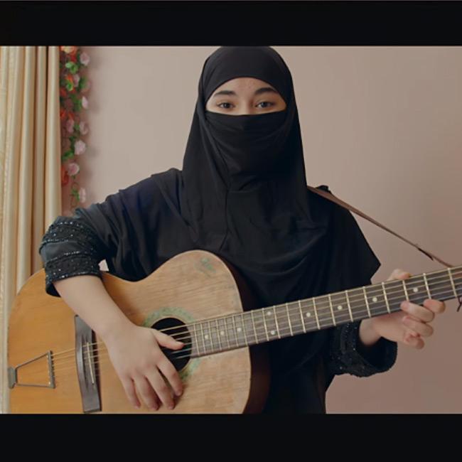zaira-wasims-still-from-secret-superstar-teaser-201707-1501487534